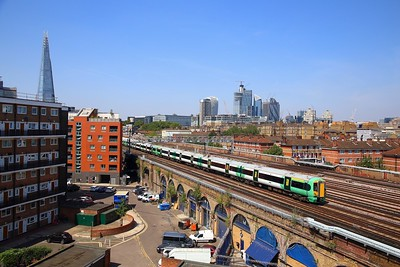 377114+377304+377305 on the 2H33 1331 London Bridge to Beckenham Junction departing London Bridge on the 6th August 2018