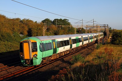 377703 on the 2O15 Milton Keynes to East Croydon at Old Linslade on the 19th August 2017