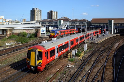 378206 leading 378223 and 378208 on 1W44 1029 London Victoria to Brighton at Clapham junction on 10 September 2020  GatwickExpress, Class378