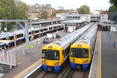 378154 arriving with 9D37 from West Croydon and 378139 with 9C41 to West Croydon at Highbury & Islington on the 24th October 2017