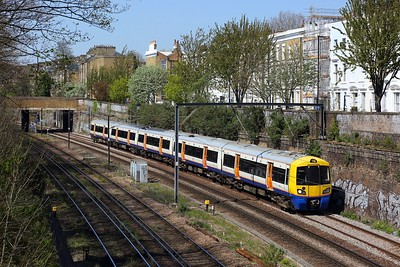 378221 working 2N55 1117 Richmond  to Stratford at Mildmay Park, Canonbury on 19 April 2021  Class378, NLL, LO