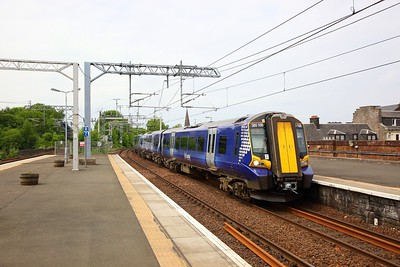 380106 on the 1G40 1224 Gourock to Glasgow Central at Paisley Gilmour Street on the 8th June 2018