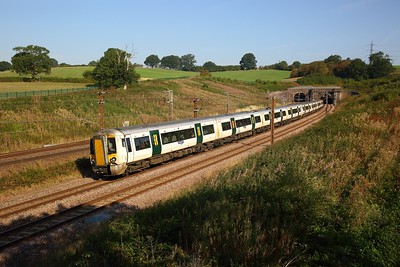 387126+387129 on the 1T11 0747 Ely to London Kings Cross at Potters Bar Tunnels on the 1st September 2018