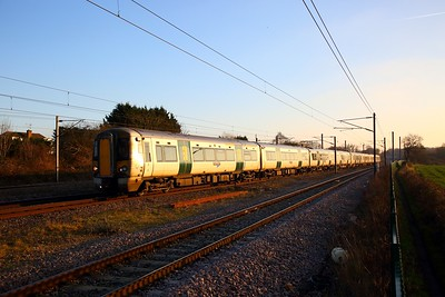 387111+387101 on the 1T40 1511 London Kings Cross to Kings Lynn at Brookmans Park on the 20th January 2019