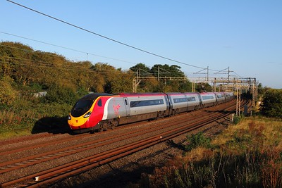 390020 on the 1A03 Manchester Piccadilly to London Euston at Old Linslade on the 19th August 2017