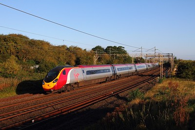 390125 on the 1B00 Wolverhampton to London Euston at Old Linslade on the 19th August 2017