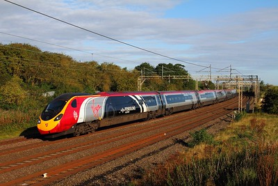 390104 on the 1B04 Wolverhampton to London Euston at Old Linslade on the 19th August 2017
