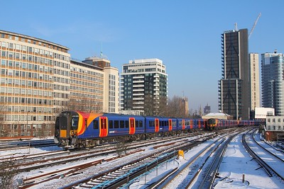 450090+450023+450562 on the 5Y13 0830 London Waterloo to Clapham Yard Sidings passes 450012+450100 on the 1A18 0714 Alton to London Waterloo on the 28th February 2018