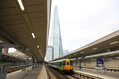 455820 on the 2Y39 1359 London Bridge to Caterham departing London Bridge on the 13th January 2018