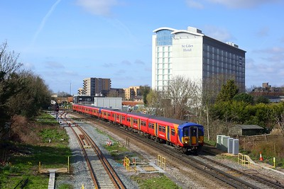 455728 leads 455712 working 2C24 0952 Ascot to London Waterloo at Feltham on 21 March 2021  WaterlooReadingLine, Class455, SWR