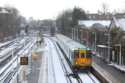 455818 on the 5N80 1149 London Bridge to London Victoria at Wandsworth Road on the 28th February 2018