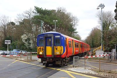 455734 leads 455907 working 2C31 1139 London Waterloo to Ascot at Sunningdale on 21 March 2021  WaterlooReadingLine, Class455, SWR