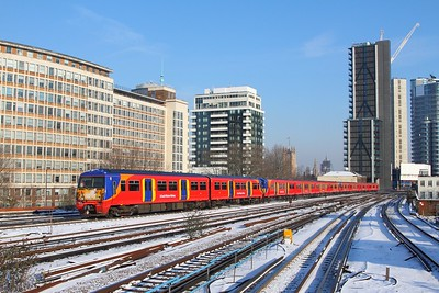 456011+5903+571x on the 2O15 0833 London Waterloo to London Waterloo via Twickenham and Teddington at Vauxhall on the 28th February 2018
