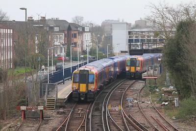 458517+458723 on 2U42 Windsor & Eton Riverside to Waterloo passing 458505 going to Windsor & Eton Riverside on 2U39 at Staines on 16th March 2017