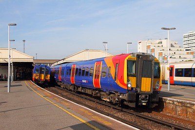 458508 on the 2S20 0838 Weybridge to London Waterloo at Clapham junction on the 26th August 2017