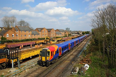 458523+458531 on the 2U40 1353 Windsor & Eton Riverside to London Waterloo at Richmond on the 14th April 2018