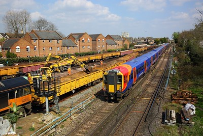 458513+458518 on the 2C40 1312 Reading to London Waterloo departing Richmond on the 14th April 2018