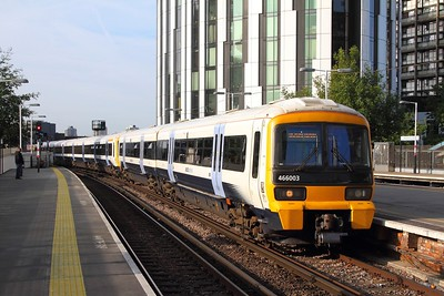 466003+465931 on the 2U91 0742 Orpington to London Blackfriars at Elephant & Castle on the 25th August 2017