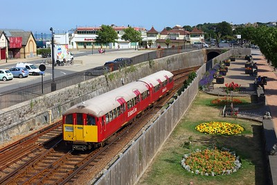 483006 working the 2U42 1518 Shanklin to Ryde Pier Head at Ryde Esplanade on 11 August 2020