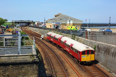 483006 working the 2D29 1249 Ryde Pier Head to Shanklin departing Ryde Esplanade at 11 August 2020  Class483, SWR, Islandline