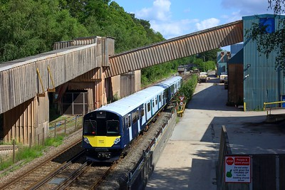 484002 leading 484003 working 5Q26 1544 Fareham to Fareham via Eastleigh at Botley on 14 July 2021  Class484, SWR, EastleighFarehamLine, 484Testing