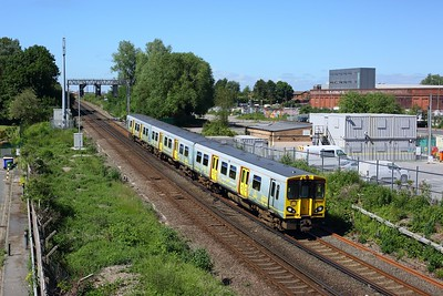 507004 working 2G90 Kirkby to Liverpool Central at Leeds Street Bank on 12 June 2021  Class507, MerseyRail, NorthernLineMR