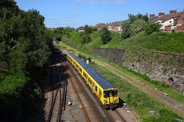 507004 on the 2G58 1604 Ormskirk to Liverpool Central approaches Kirkdale on the 11th June 2018