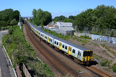 507017 leading 507007 on 2G47 1448 Ormskirk to Liverpool Central at Leeds Street Bank on 12 June 2021  Class507, MerseyRail, NorthernLineMR
