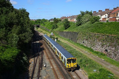 507010 on the 2G98 1613 Kirkby to Liverpool Central approaches Kirkdale on the 11th June 2018