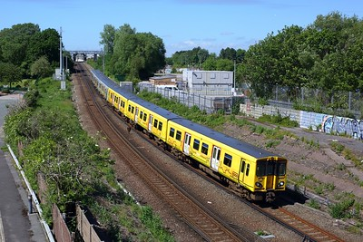 508130 leading 508136 on 2G48 1508 Ormskirk to Liverpool Central at Leeds Street Bank on 12 June 2021  Class508, MerseyRail, NorthernLineMR
