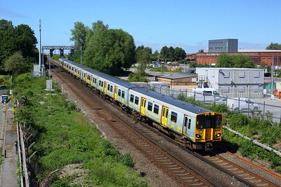 508103 leading 507020 on 2U29 Southport to Hunts Cross at Leeds Street Bank on 12 June 2021  Class508, MerseyRail, NorthernLineMR