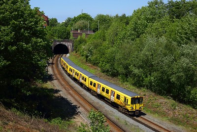 508131 working 2W22 1201 West Kirby circular via Liverpool Central pulls into Birkenhead Park on 30 May 2021  Class508, MerseyRail, WirralLine, FaceMask