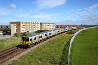 508114 leads 508137 on 2W12 1138 New Brighton to West Kirby at Wallasey on 30 August 2020  Class508, Merseyrail, Wirral
