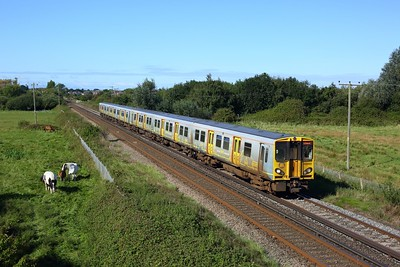 508143 and 508131 form 2N08 0946 West Kirby to New Brighton between Meols & Moreton on 30 August 2020  Class508, Merseyrail, Wirral