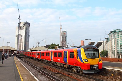 707003+707004 on 2U14 0723 Windsor & Eton Riverside to London Waterloo at Vauxhall on the 6th September 2017