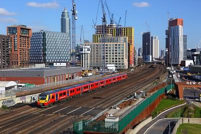 707005 on the 2V31 1237 London Waterloo to London Waterloo via Hounslow at Nine Elms on the 17th February 2018