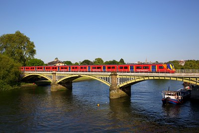 707024+707006 on the 2U51 1658 London Waterloo to Windsor & Eton Riverside at Richmond bridge on the 19th May 2018