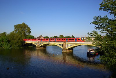 707011+707012 on the 2U55 1758 London Waterloo to Windsor & Eton Riverside at Richmond bridge on the 19th May 2018