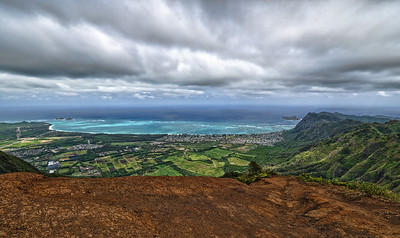 Kuliouou Ridge: Waimanalo Bay. Mokulua Islands and Wailea Point on the left;  Manana (Rabbit) Island on the right.