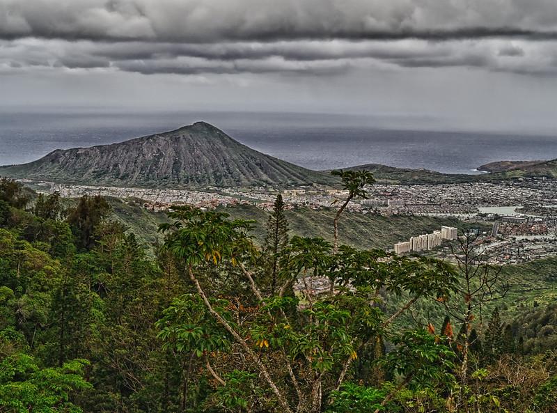 Kuliouou Ridge: Koko Crater and Hanauma Bay.