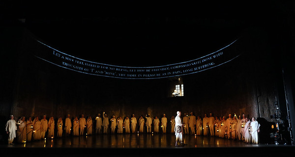 ENO Satyagraha Toby Spence ENO Chorus 2 (c) Donald Cooper