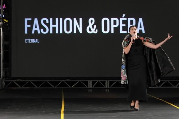 Opera goes fashionable at Quebec in Hollywood.