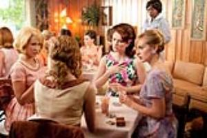 Skeeter Phelan (Emma Stone, foreground) plays bridge with Jolene French (Anna Camp), left, Hilly Holbrook (Bryce Dallas Howard) and Elizabeth Leefolt (Ahna O Reilly), while Aibileen Clark (Viola Davis, standing) looks on, in  The Help.