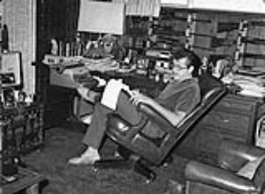 "FILE - In this Nov. 2, 1960 file photo, TV and film star Ernie Kovacs relaxes in the den of his home in Beverly Hills, Calif. A new six-disk boxed set, ""The Ernie Kovacs Collection,"" curates surviving treasures stretching from 1951 through his untimely death in 1962 will be released April 19, 2011.  (AP Photo/David F. Smith, file)"
