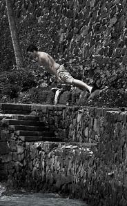 Jump Off .... Cromwells at Daimond Head .... Photographer Ross Hamamura, www.RDHphoto.net