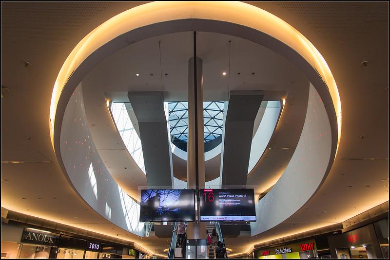 Escalators de SILHCITY (centre commercial de ZURICH)
