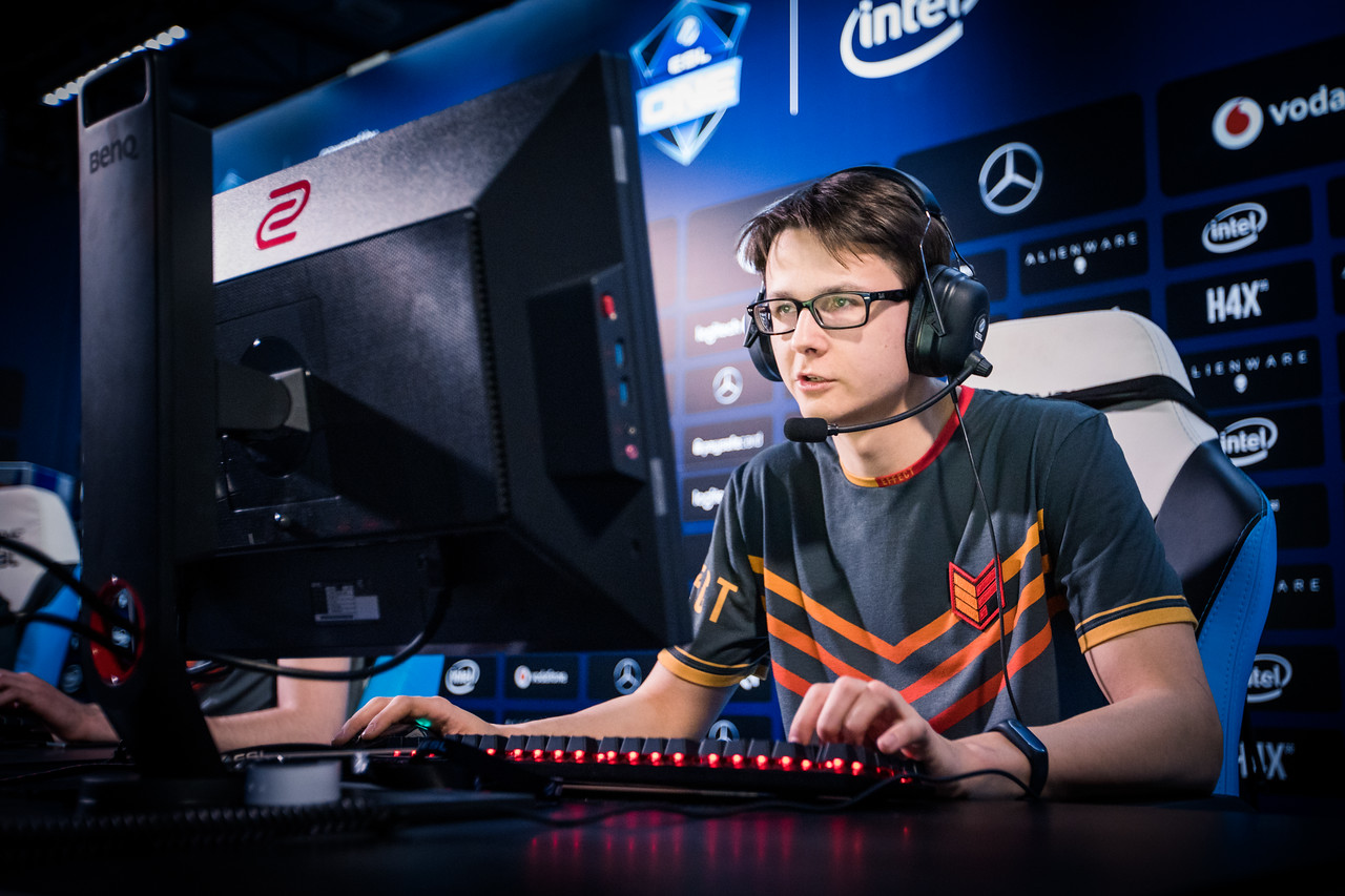 Effect's Maden playing in the groupstage of the ESL One Katowice 2018