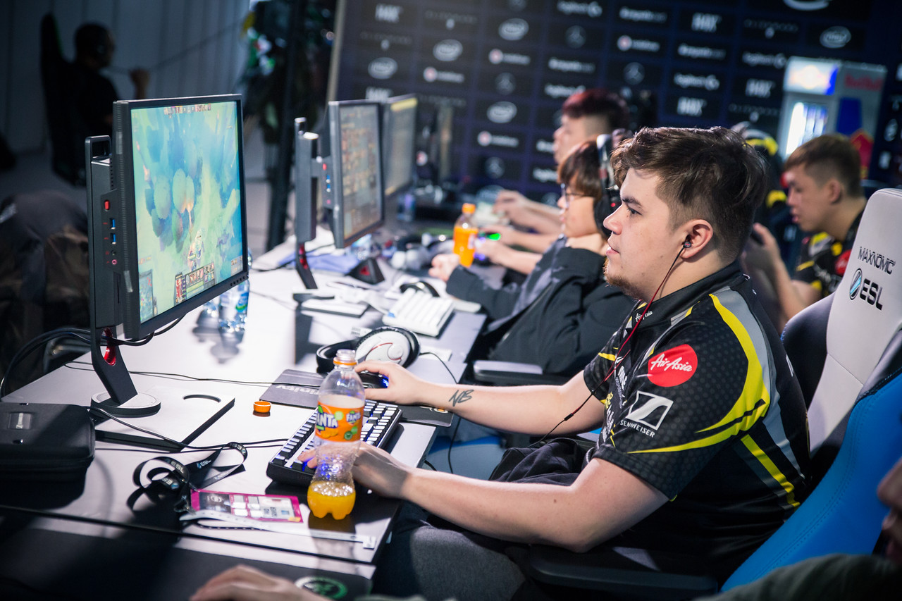 Mineski playing in the groupstage of the ESL One Katowice 2018 Dota Major.