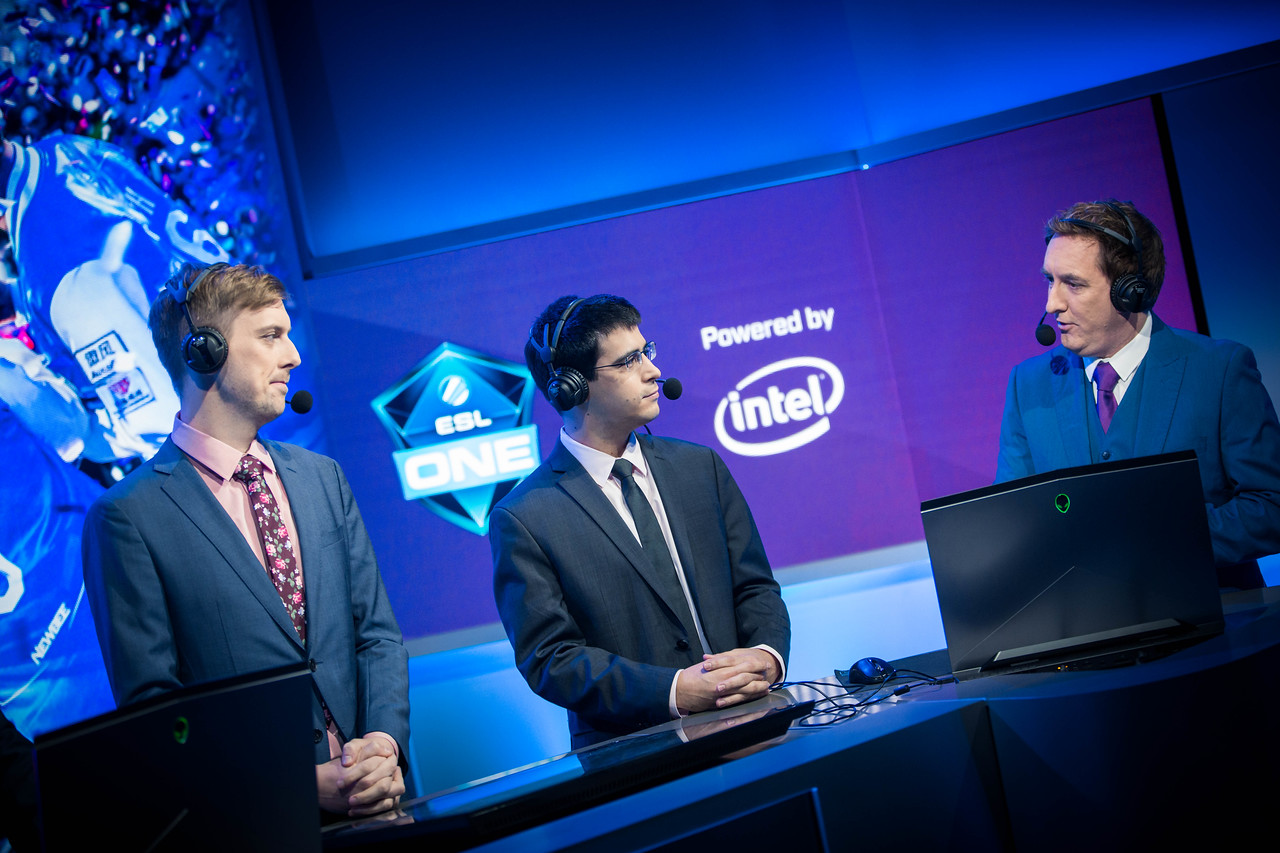 The analyst desk in action