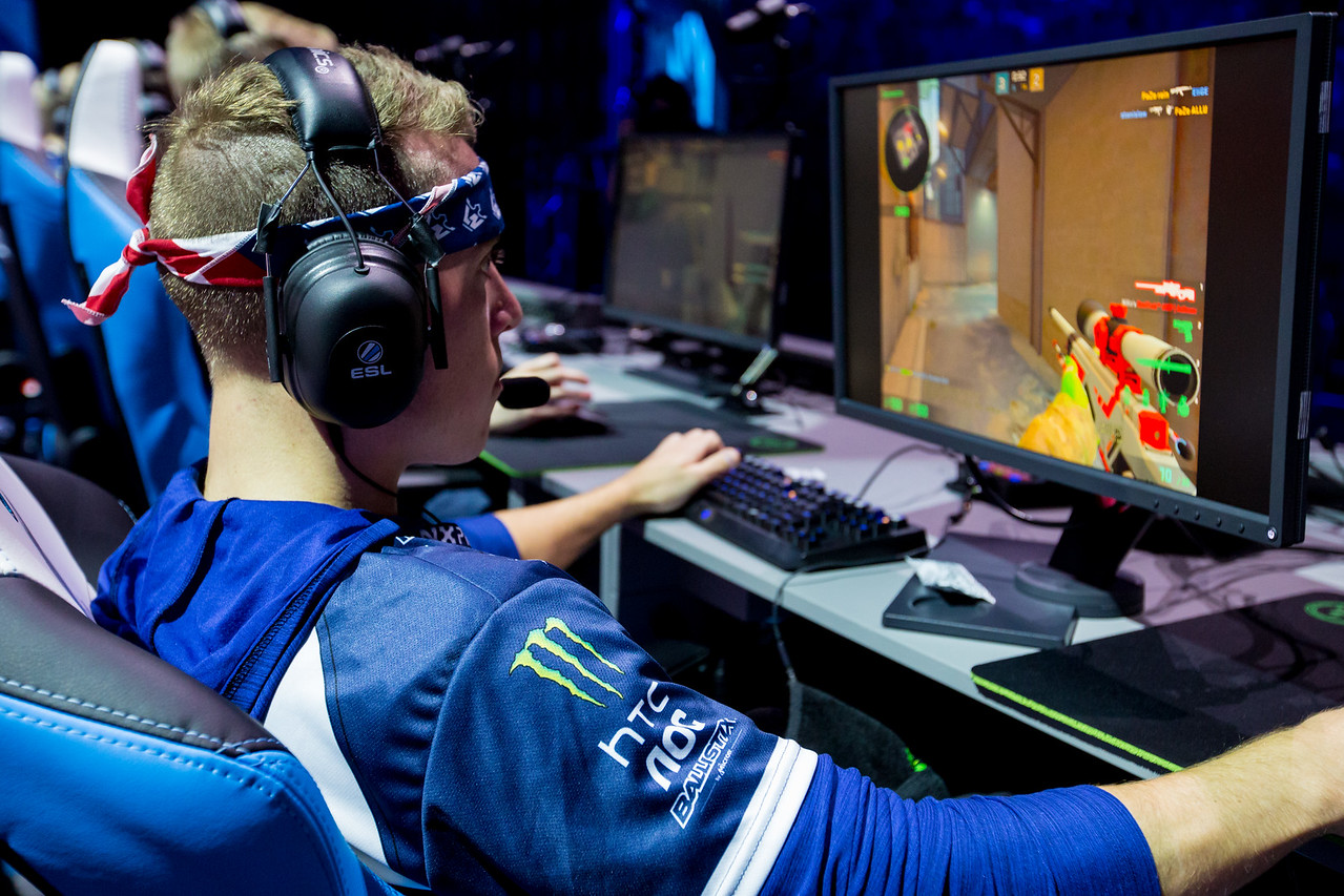 Liquid JDM playing in the playoffs of ESL One Cologne 2017